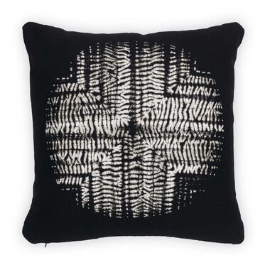 "SUNBRELLA 22"" X 22"" ACCENT PILLOW, SHIBORI CIRCLE - ONYX, hi-res"